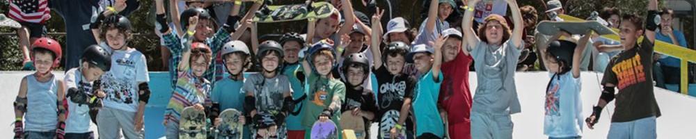 Cours de skate en groupe